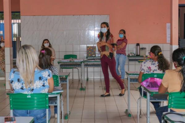 EDUCAÇÃO ESPECIAL | CUIDADORES RECEBEM FORMAÇÃO PARA ATENDIMENTO A ALUNOS COM DEFICIÊNCIA
