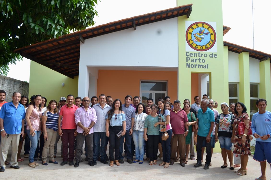 Prefeita Adriana Ribeiro através da prefeitura entrega centro de parto normal para população