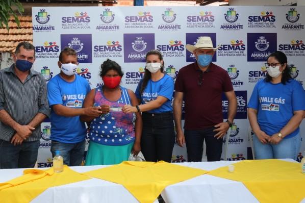 Beneficiários do Vale Gás recebem o benefício em Amarante do Maranhão
