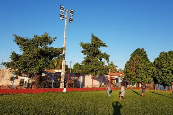 ESPORTE - Iluminação do Estádio Municipal Frei Evaldo é iniciada.